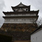 今は修復中の福山城