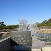 水を求めてなくなった犠牲者に捧げられた泉