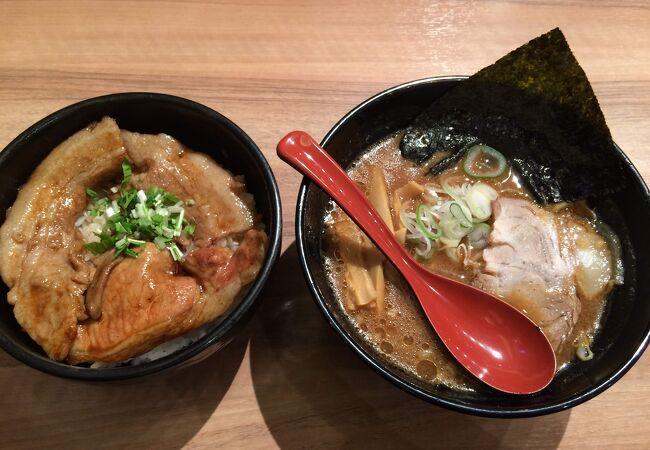 豚丼と濃厚味噌ラーメンの黄金セット