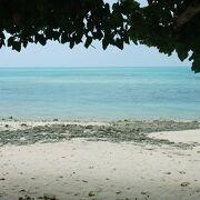 竹富島を代表する美しいビーチ カイジ浜。別名「星砂の浜」