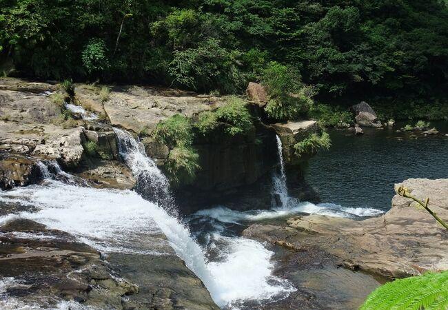 日本の滝100選に選ばれた滝マリユドゥの滝