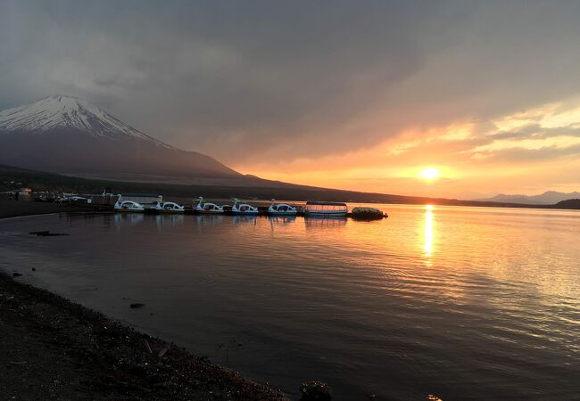 山中湖と富士山が見えるキャンプ場