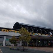 駅構内にアンパンマンショップがあります。