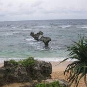 ハートロックのある砂浜