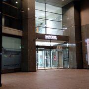 上階がホテルになっている複合商業施設