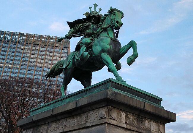 東京の三大銅像のひとつに数えられています!