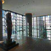 明るくてゆっくり見られる。収蔵品も多いアルテイザン美術館