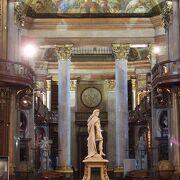 ウィーン市内の美しい図書館