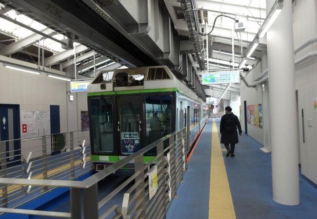 単線でも1時間に8本運行! 高密度な運行は、江ノ電との共通点です