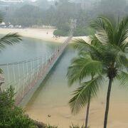 パラワン ビーチにあるつり橋