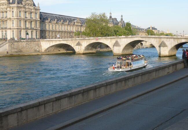 パリを流れるセーヌ河