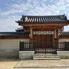 聖霊院の猫の門 (四天王寺)