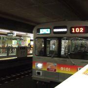 オレンジ帯の電車