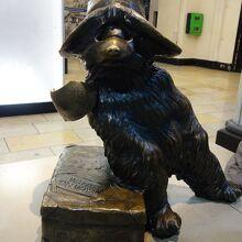 くまのパディントンのブロンズ像