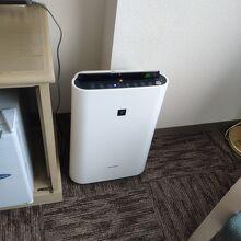 空気清浄機・加湿器が部屋に備え付けられた。