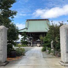 お寺の入口から