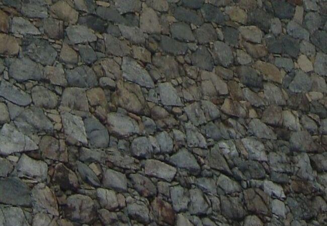 綺麗に積み重なった石垣