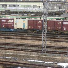 一ノ関駅、線路沿いの残雪。