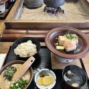 箱根湯本駅から徒歩圏で美味しい豆腐や山芋が食べられるお店です。
