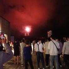 星野リゾートの花火も楽しめます。