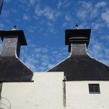 スコットランドを旅すると、この蒸留所の形を何十回も見ます。