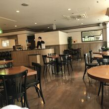 静かなレストラン