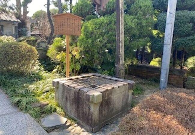 時代劇に出てくるような井戸が残されていました。