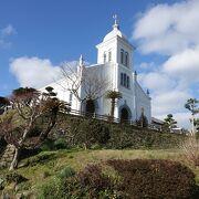 丘の上の白い教会。祖国には一度も帰らなかった神父さんの教会。