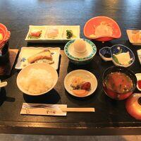 朝食、鍋は湯豆腐です。