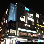 飲食関連のお店が中心の商業ビル