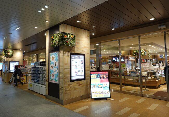 幕張駅構内のショッピングモール
