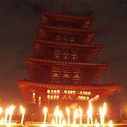 四天王寺の真ん中に立つ