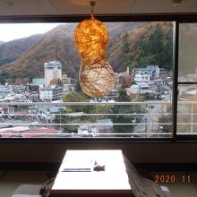 テーマはひょうたん、窓にいい景色が広がる
