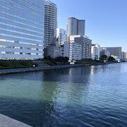 隅田川を臨む橋。