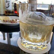 ウイスキーのロック、氷が素敵
