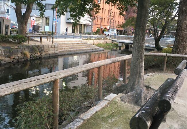 川が流れ風情ある