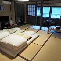 部屋(新館和室10畳+広縁)