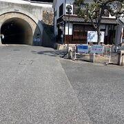 小さな古いトンネル