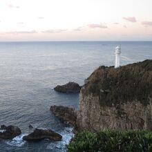 岬の先には灯台が