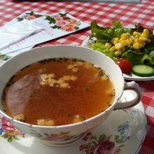 ランチセットのスープとサラダ