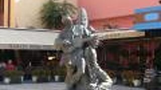 ペトリカ ケレンプー像