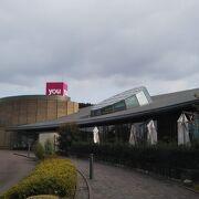 蔦屋書店とスタバを有する図書館