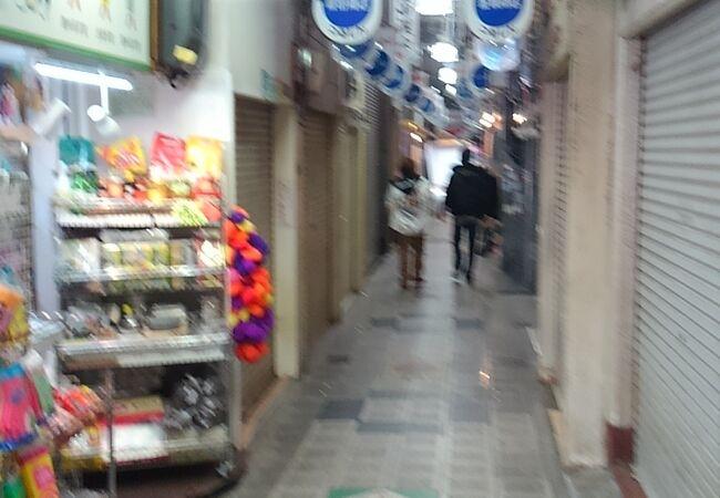 キムチなどのお店が集まる