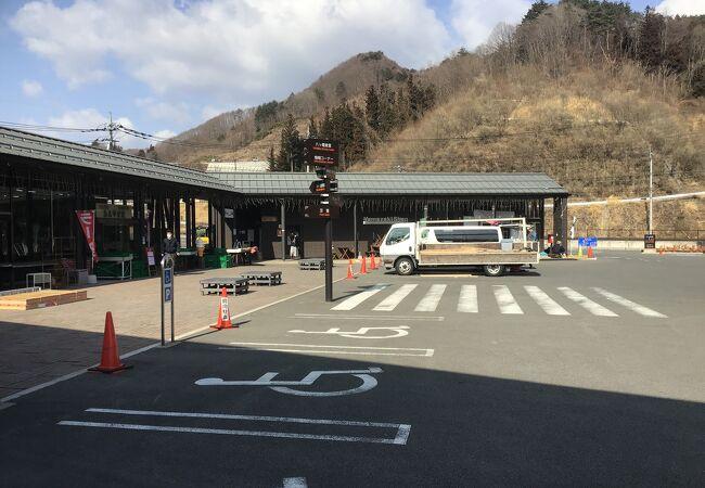 ダムも完成し、草津・嬬恋の道中の休憩スポットという印象です。