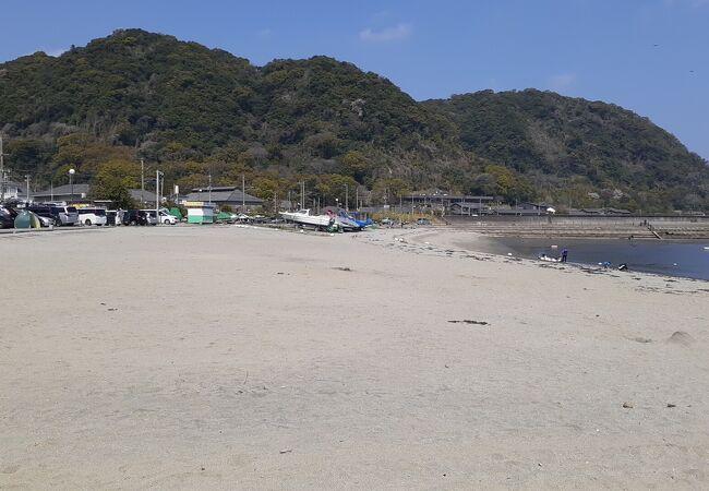 仙厳園の近くに位置する海水浴場