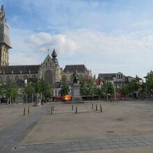 グルン広場
