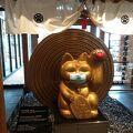 セントレアの手前の巨大モール 金色の招き猫