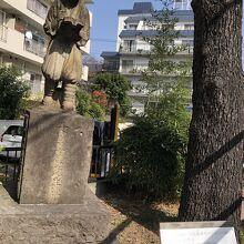水神社と二宮金次郎