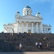 ヘルシンキを代表する景色の一つ。白亜の大聖堂
