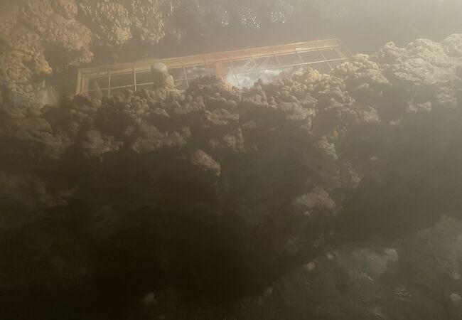 洞窟の中の蒸気がすごい